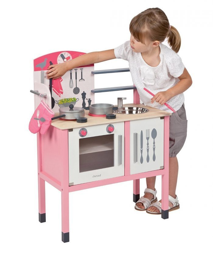 La cuisine en bois Janod Maxi Mademoiselle est parfaite pour les petites filles.