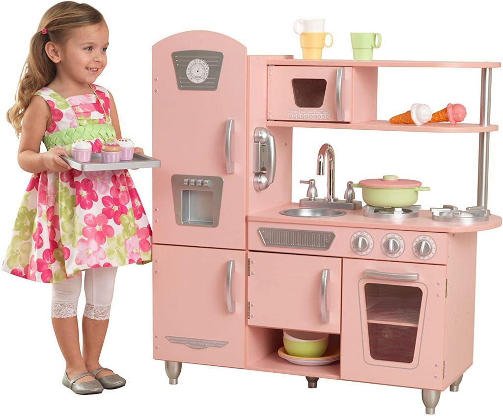 Cette cuisine jouet Kidkraft est de couleur rose.