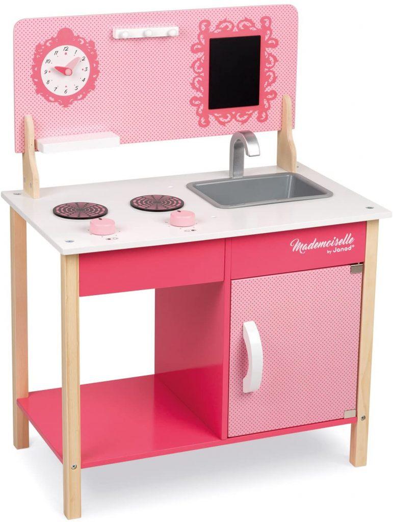 Ma première cuisine Janod Mademoiselle a un plan de travail de 41 cm de haut.