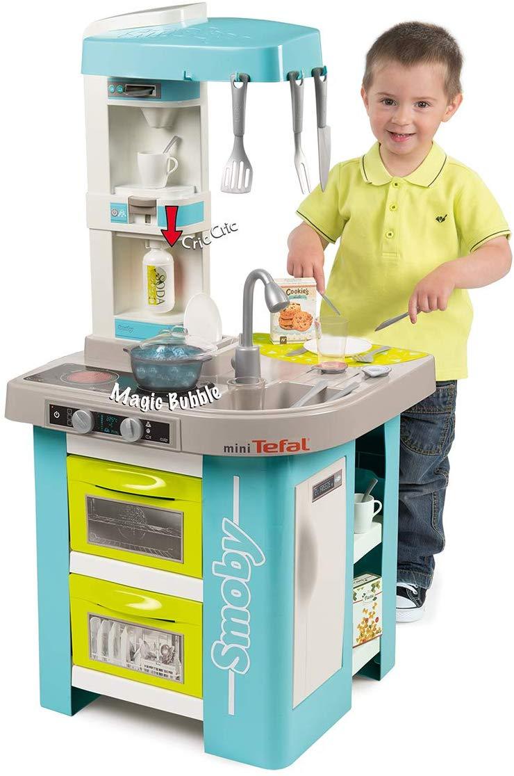 La cuisine Smoby Bubble possède une fonction qui imite le son de l'eau qui frémit.
