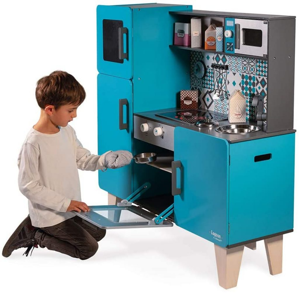 La cuisine enfant en bois Janod Lagoon dispose d'un four.