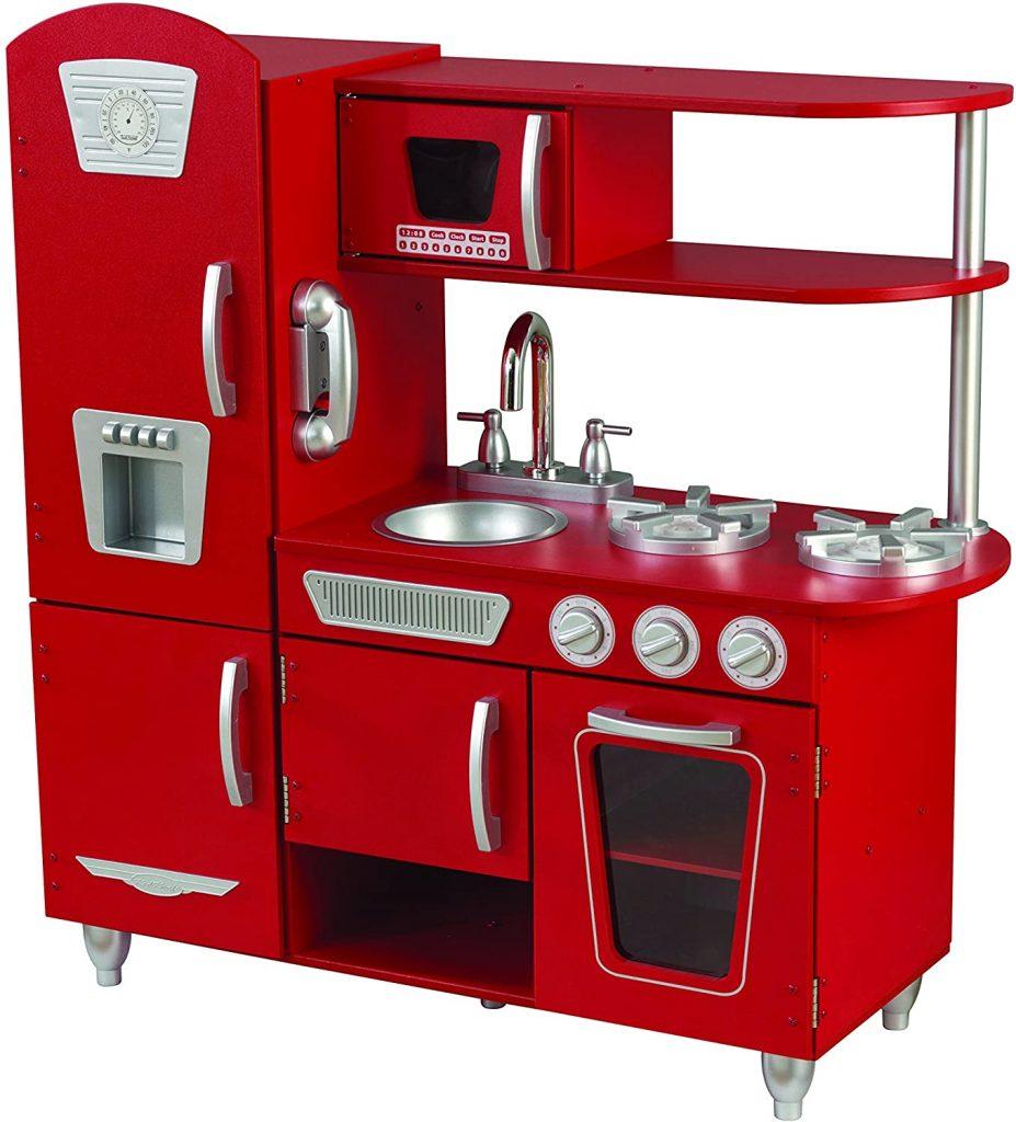 Cette cuisine kidkraft vintage rouge a de nombreux rangements.