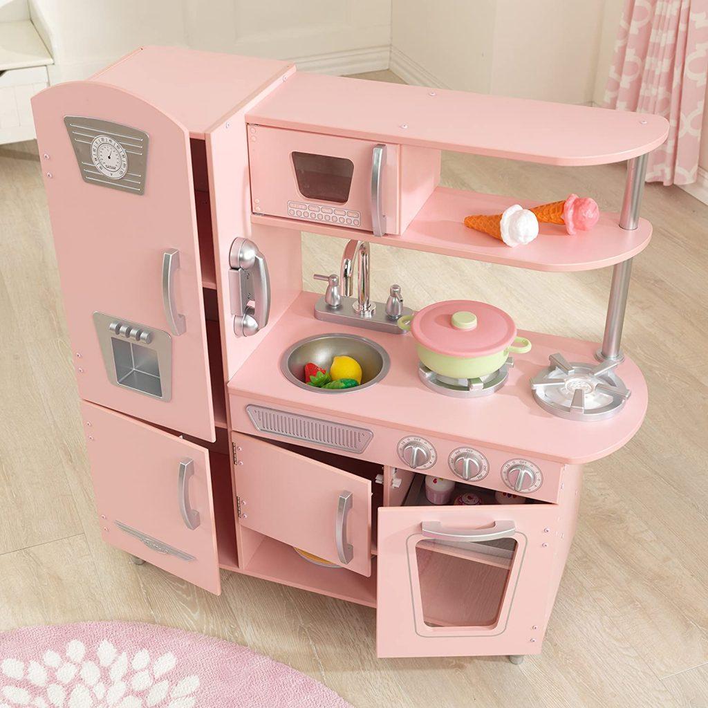 Cette cuisine rose enfant dispose d'un évier amovible.