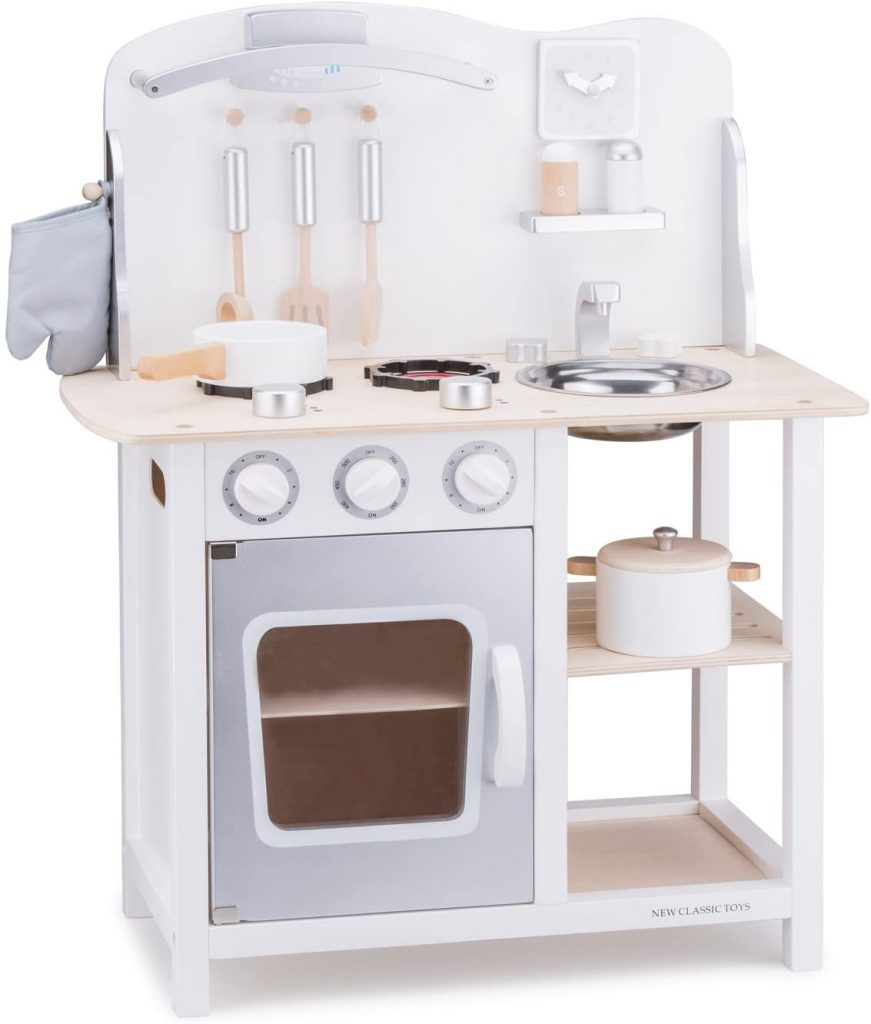 La cuisine New Classic Toys Bon Appétit existe en plusieurs coloris.