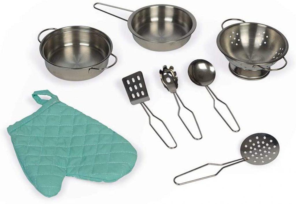 La cuisine en bois Janod Cooker Reverso a 7 accessoires inclus.