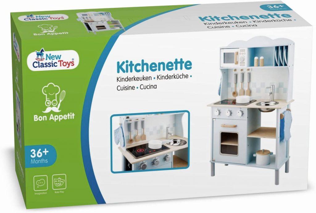 La New Classic Toys cuisine enfant parvient dans un carton.