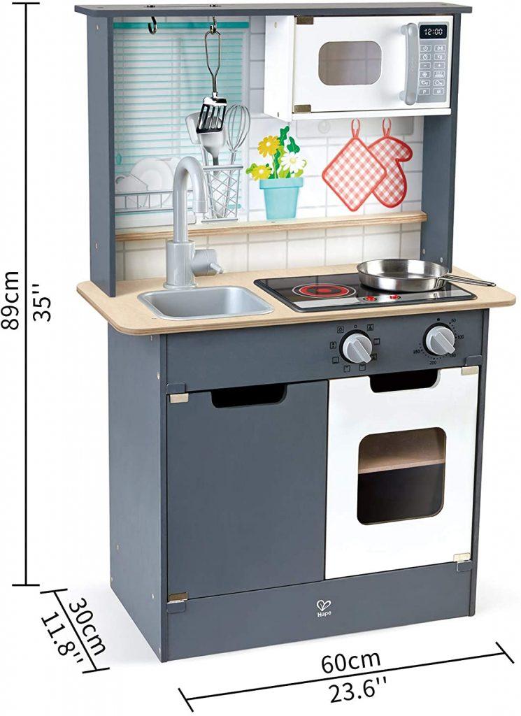Cette cuisine enfant Hape est assez compacte.