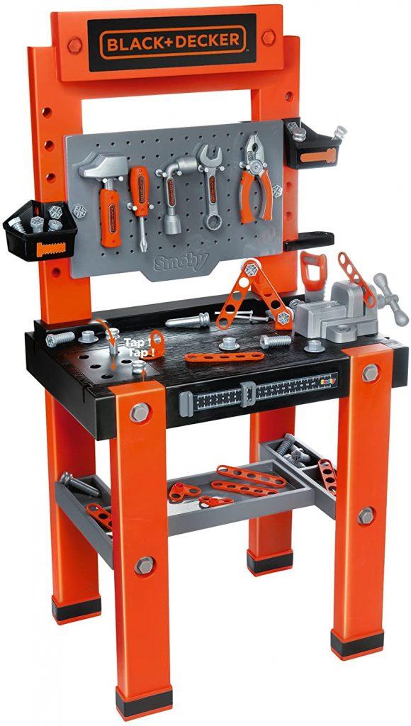 L'établi Black et Decker jouet Bricole One est de couleur orange, noire et grise.
