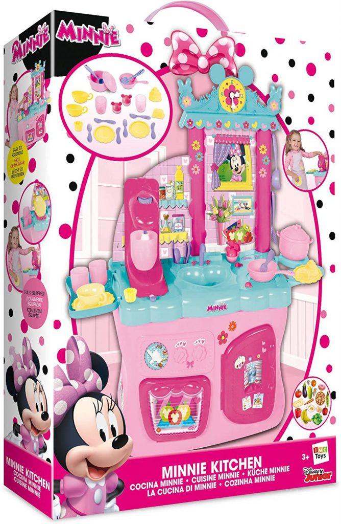 La cuisine de Minnie est en plastique.