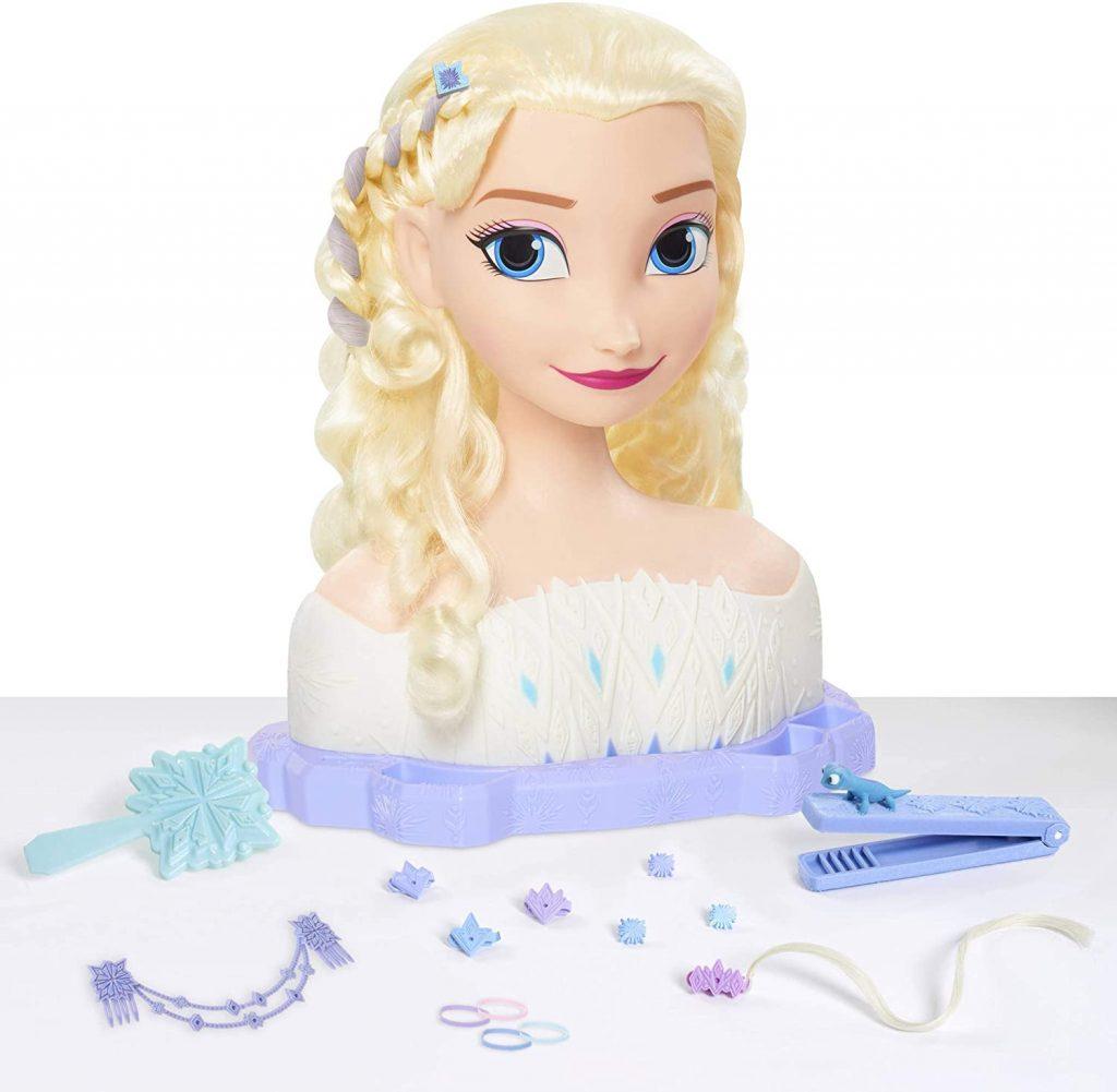 La tête à coiffer reine des neiges Elsa Deluxe comprend 17 accessoires.