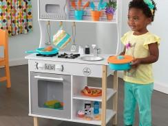 Cuisine jouet : pourquoi en acheter une à son enfant ?